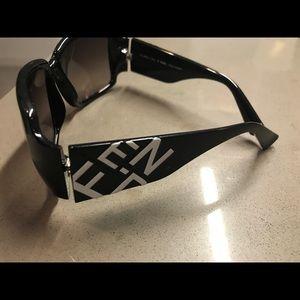 Fendi oversized logo sunglasses (authentic)
